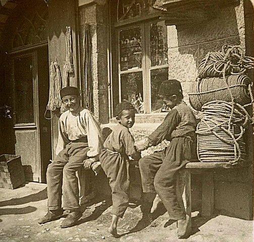 Tatars. Crimea Tatars. АЛУПКА. ДЕТИ У ЗДАНИЯ КРЫМСКОТАТАРСКОЙ ШКОЛЫ. 1898 ГОД