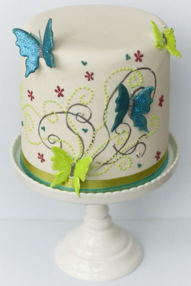 Torta con decoración mariposas
