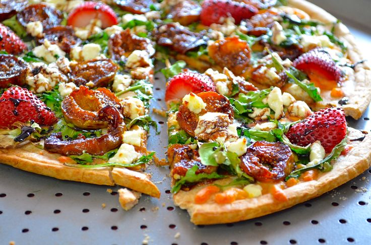 Caramelized fig and goat cheese pizza with strawberries and balsamic ...