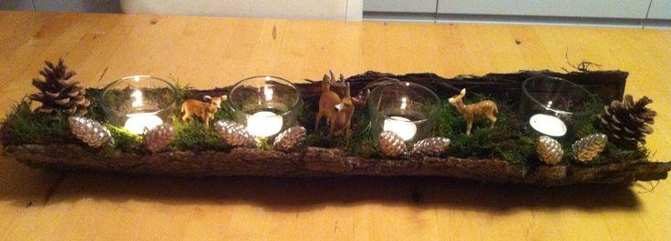 Adventskranz in einer Baumrinde, mit Moos bedeckt, IKEA - weihnachtswanddeko basteln