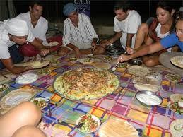 En su tour estas invitado a una cena beduina en el desierto una comida local, Tour y safari en el desierto, aventuras en el desierto en Hurgada cena beduina y te tipico egipcio beduino, noches arabes en el desierto de Hurgada #safari_desierto_Hurgada #Egipto  http://www.maestroegypttours.com/sp/Excursi%C3%B3nes-en-Egipto/Hurghada-Excursiones/Tour-de-Safari-por-moto-y-cena-Beduina-por-el-desierto-en-Hurgada