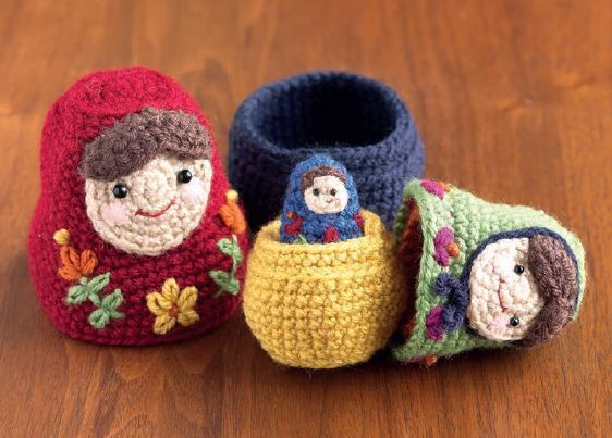 Such adorable nesting dolls ... and free pattern too!