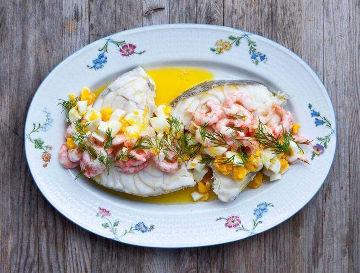 Kokt torsk med ägg, räkor och skirat smör