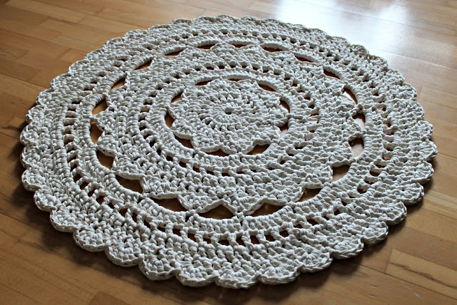 Free Crochet Patterns Zpagetti : Doily rug made with Zpagetti yarn. Tutorial in Danish. Go ...