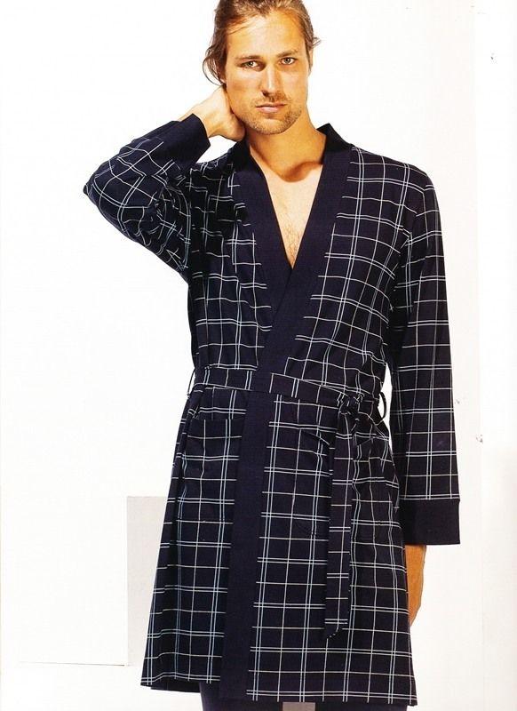Bata mod. Lord de verano de la marca Soy Underwear. Color azul marino, a cuadros grandes en blanco y azul claro. PVP: 59,95. Algodón 100%. Envío en 24/48 horas. http://www.varelaintimo.com/categoria/39/batas  #pijamasHombre #menswear #mensunderwear #ropainterior