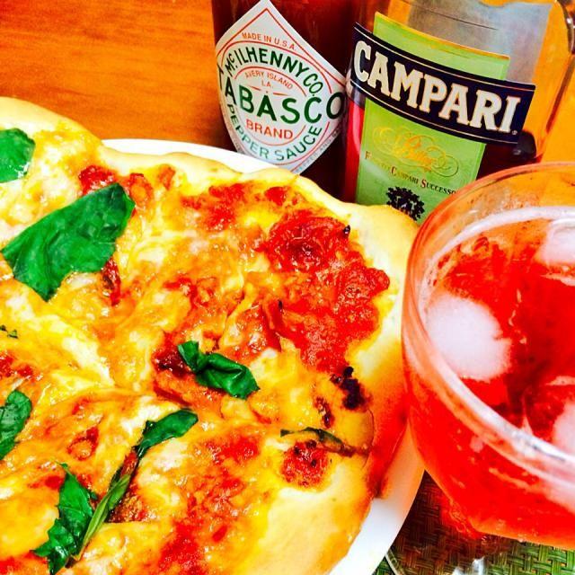 記事をピザストーンに移すのに難儀した…( ;´Д`) - 52件のもぐもぐ - マルゲリータみたいなピザとカンパリ・ソーダ by schenklu