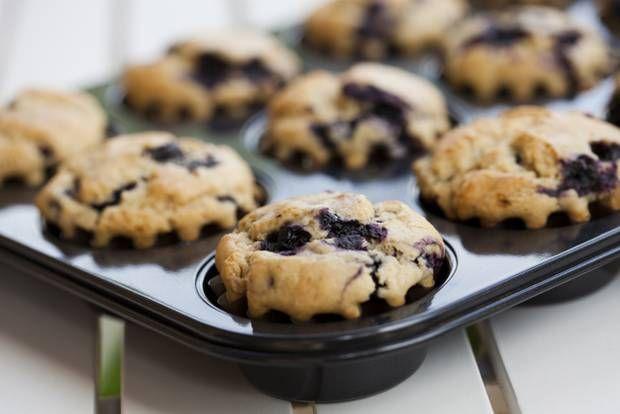 Skal du en tur ud og nyde det smukke forår, så får du her opskriften på de lækreste, sunde muffins - lige til at have med i madkurven.