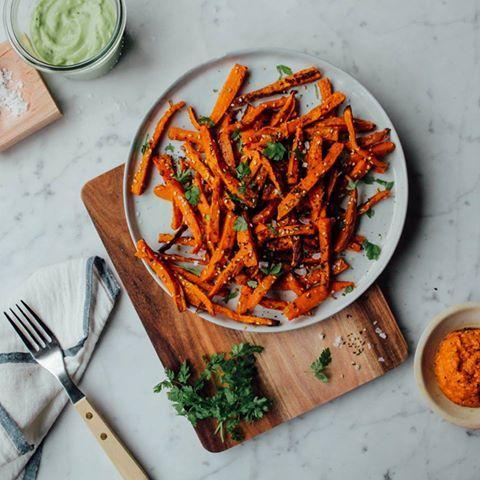 Idealne frytki ze słodkich batatów przyrządzisz tylko dzięki naszym piekarnikom praowym PlusSteam. #chips #steam #parawruch #potato #delicious