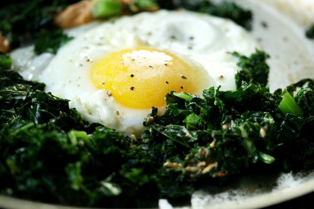 I'm sure you've heard that you should get more leafy greens in your diet, but why?  Leafy greens such as kale, that I've picked here for my breakfast of champions is loaded with nutrients. It's hard to believe that this super-filling, rich tasting breakfast only weighs in at 200 calories, but omitting the toast and using low-cal kale gets the job done.