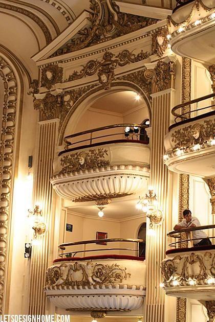 """Balcones de la libreria """"El Ateneo"""" en Buenos Aires, Argentina"""