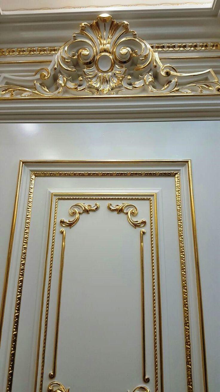 Зеркальное золочение лепнины и дверей.