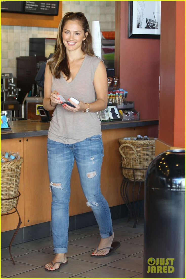 Minka Kelly: Starbucks Lover!