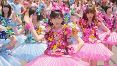 AKB48の37thシングル「心のプラカード」MV場面カット