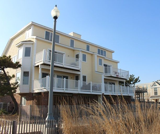 405 Surf 5 Br 3 5 Ba In Rehoboth Beach Sleeps 12 405 Surf Ave Ocean Front Town Home Located At The Cross Beach Vacation Rentals Rehoboth Beach Rehoboth
