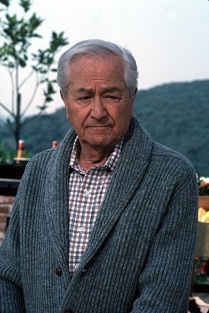 Robert Young lived to be 91. I grew up with him as the father on Father Knows Best and then Marcus Welby M.D. 1907 - 1998