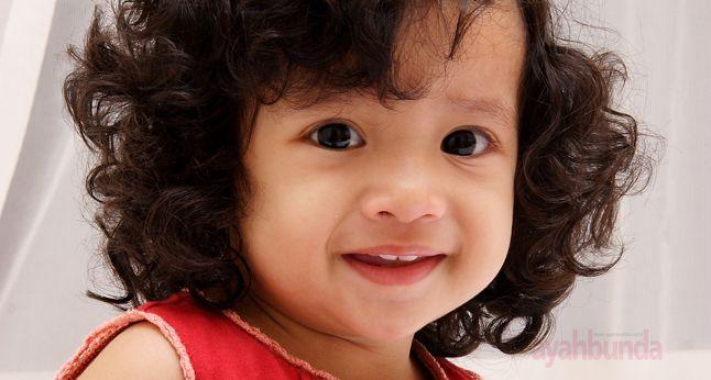 Benarkah rambut anak usia 2 thn seharusnya sudah lebat? Simak jawaban Dr. Bernie Endyarni Medise, SpAK, MPH. Klik link di atas untuk info lengkapnya