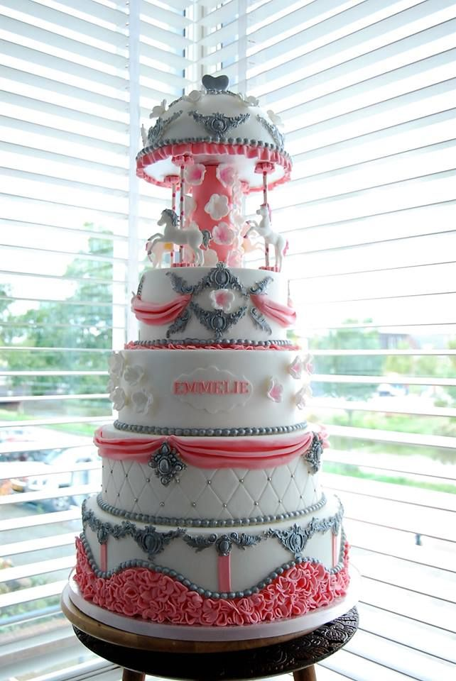 Carrousel taart voor een meisje Taartentwist Taarten Den Haag