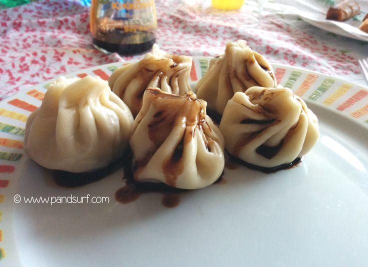 Ravioli cinesi cotti al vapore e ripieni di verdure. Gustoso piatto della cucina cinese