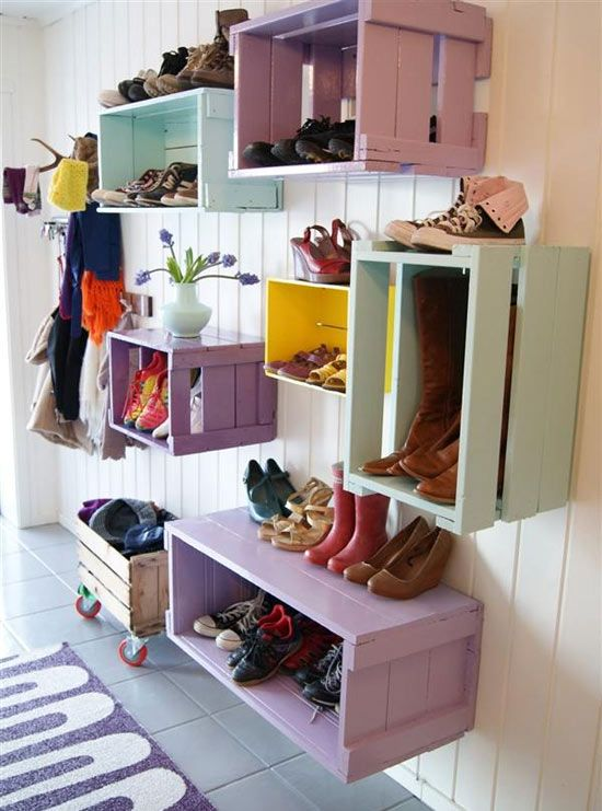 Algumas formas criativas, práticas e bonitas para você arrumar e organizar os sapatos.