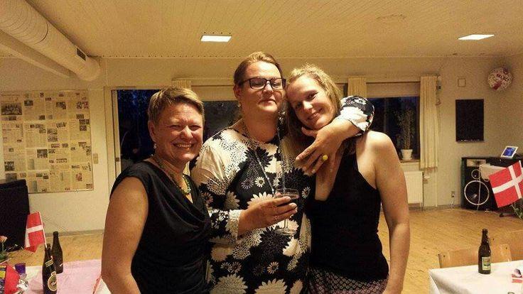 Gittes 40 års fødselsdagsfest i Nyker. Pia, Gitte og Rie. Der blev danset til den store guldmedalje