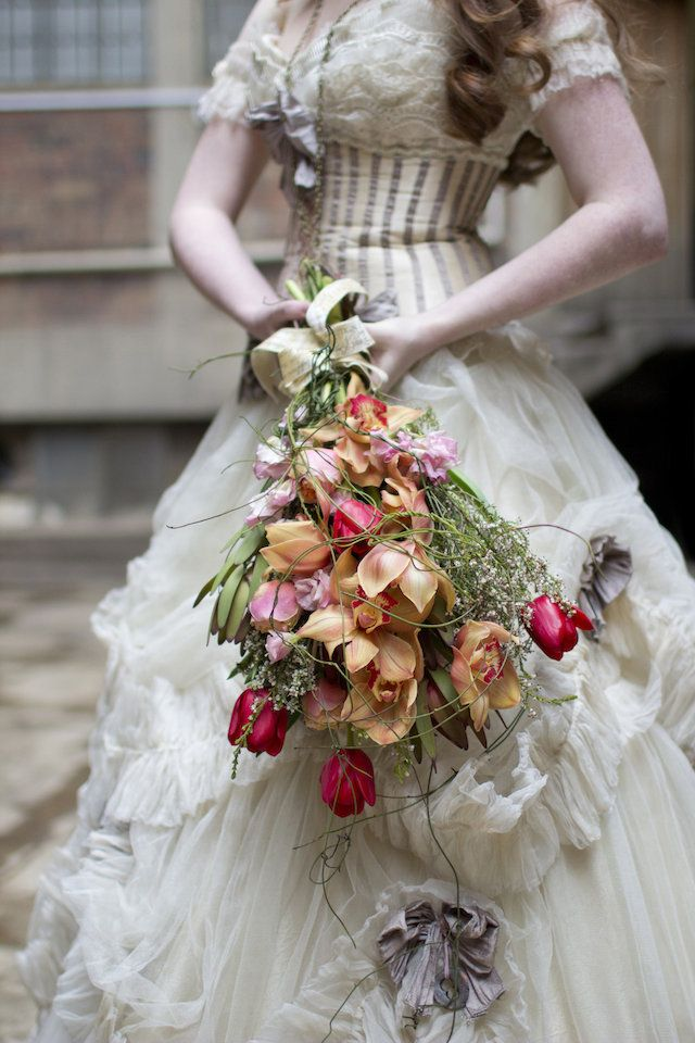 Victorian Era bridal bouquet | Andre Sonnekus Photography | see  more on: http://burnettsboards.com/2014/10/steampunk-themed-wedding/