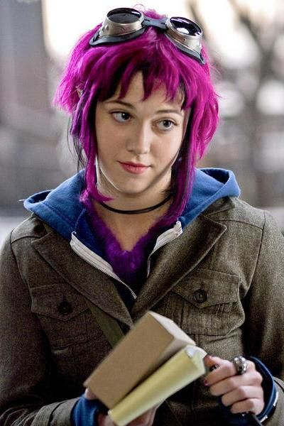 I so want Ramona Flowers hair. Too bad it's a wig for her but killing my dark brown hair for me. One day I'll have bright pink hair.