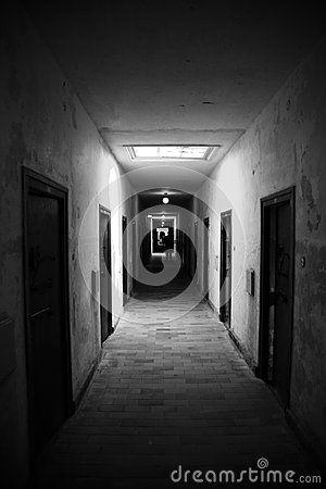 Corridoio Scuro - Scarica tra oltre 27 milioni di Foto, Immagini e Vettoriali Stock ad Alta Qualità . Iscriviti GRATUITAMENTE oggi. Immagine: 46201061