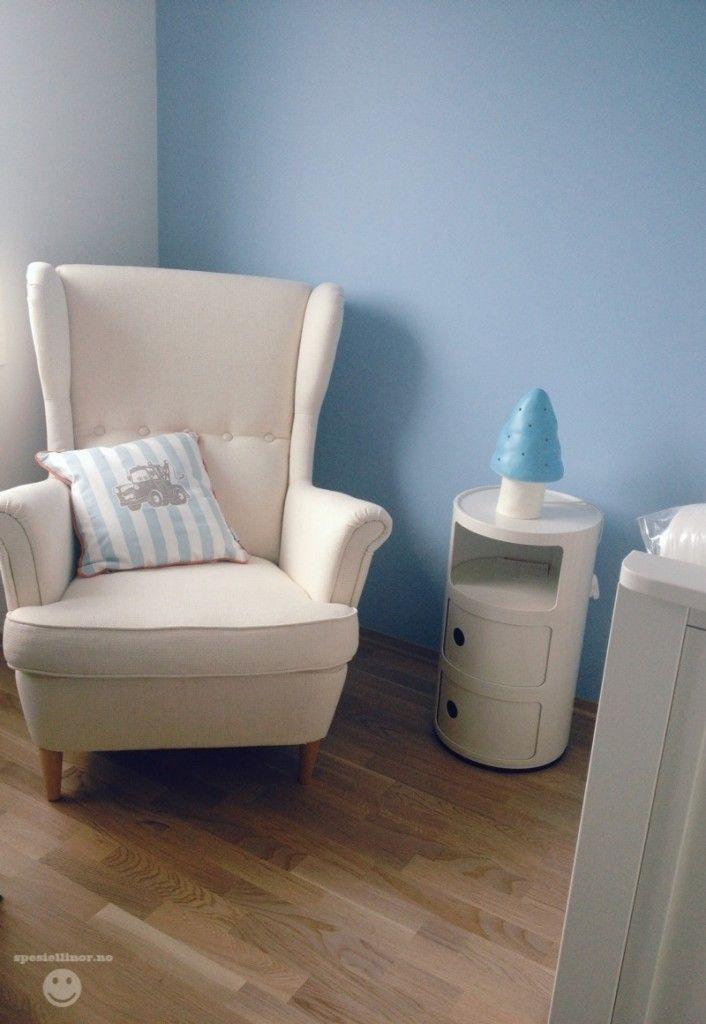 Stol: Strandmon fra Ikea, Pute: Biler fra Skeidar / Lampe: Heico fra Jollyroom / Nattbord: Kartell Componibili fra Room21 // #toadstoolonComponibili