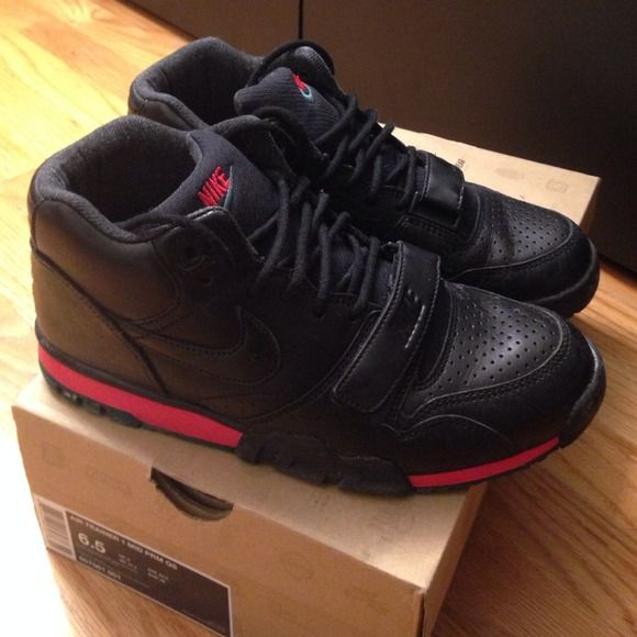 Gucci Nike trainer leather 6.5y Lightly worn 6.5 men's size so fits women's 8-8.5 Nike Shoes