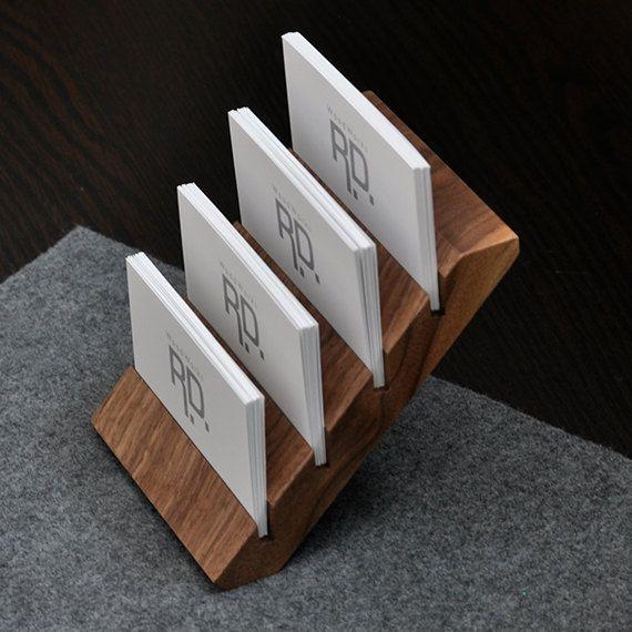 He encontrado este interesante anuncio de Etsy en https://www.etsy.com/es/listing/178562158/multiple-business-card-holder-tier