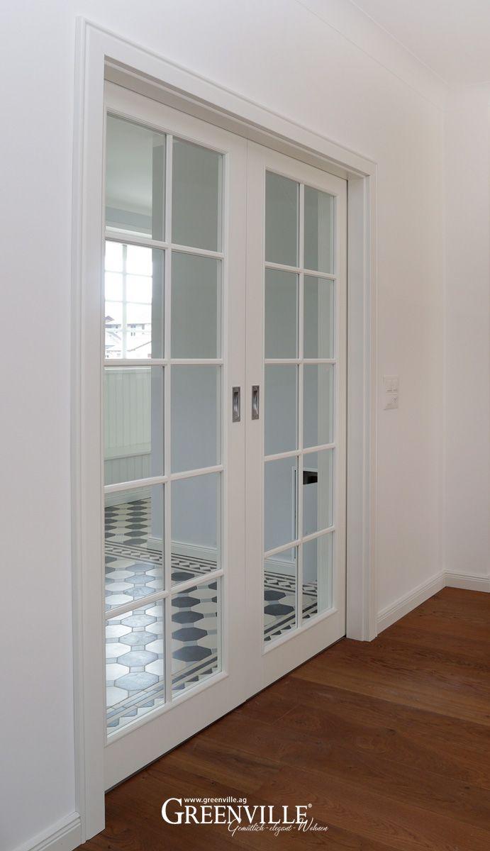 Doppelte Schiebetüren bringen Licht im Eingang und sehen super aus. Greenville-Architektur