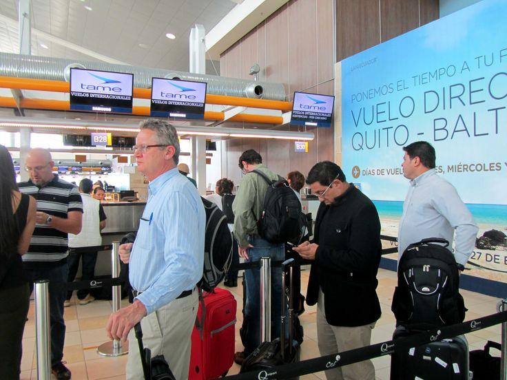 Counter de @TAME_EP en aeropuerto de Quito Reseña del vuelo Lima-Quito-Lima con TAME EP #TAME #Lima #Quito #Vuelo http://www.placeok.com/viajar-a-quito-con-tame-resena-placeok/ Marzo 2015