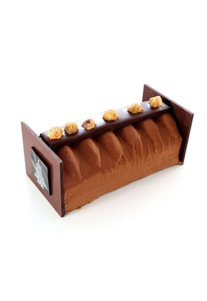 Chocolat Praliné - Biscuit chocolat, biscuit dacquoise, feuillantine pralinée, crème au praliné, crème au chocolat au lait, orange cognac, décor en chocolat noir noisettes caramélisées - Sadaharu Aoki