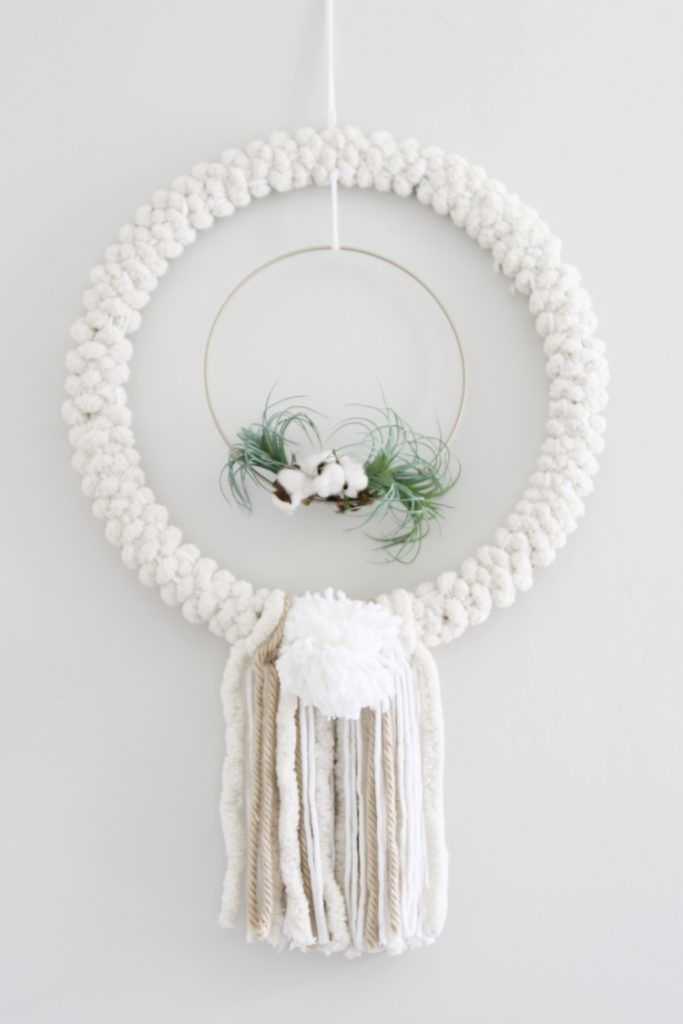 Create a DIY woven wreath for a boho chic vibe for fall! This DIY wreath is SO e...