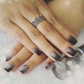 Cinza-Black, da Bruna Marquezine.   Estes são os 22 esmaltes pelos quais o Instagram está apaixonado agora