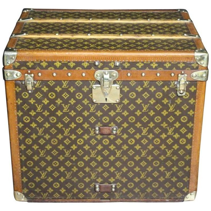 1930s Louis Vuitton Monogramm Hat Box Steamer Trunk | From a unique collection…