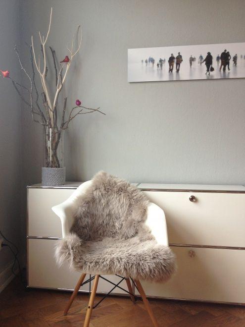 Winterbild, Tags Esszimmer + Eames Chair + Schaffell + Stuhlauflage