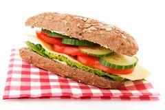 Zdrowa kanapka.                      PRZEPIS :                                 Ciemny chleb, ogórek, pomidor, ser, sałata. Bardzo szybkie w przygotowaniu! Ja zrobiłam to w nie całe 2 minuty! :D