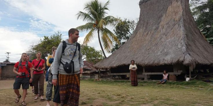Catat! Etika Berkomunikasi Dengan Orang Asing Saat Traveling - http://darwinchai.com/traveling/catat-etika-berkomunikasi-dengan-orang-asing-saat-traveling/