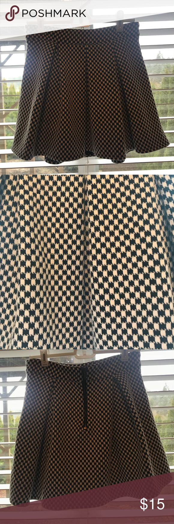 Checkered Black And White Houndstooth Skirt A cute mini skirt with houndstooth pattern on it. It zips up in the back. Aeropostale Skirts Mini