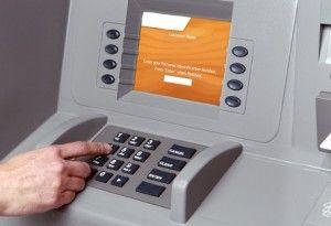 ATM τρελλάθηκε και μοίραζε λεφτά σε όποιον περνούσε!