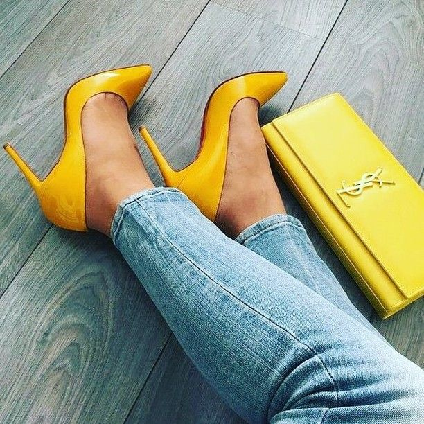 Your daily color boost!! #yellow #highheels #yellowheels #yellowbag #jeansandheels #color #colorsmakemehappy @color.me.mi