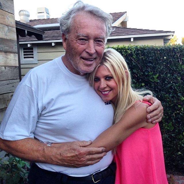 "Tara Reid announces father's death -- He was ""my entire world"""