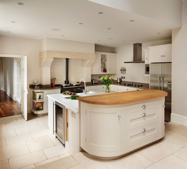 Harvey Jones Shaker kitchen painted in Little Greene Paint Co. 'Slaked Lime' with curved cupboards