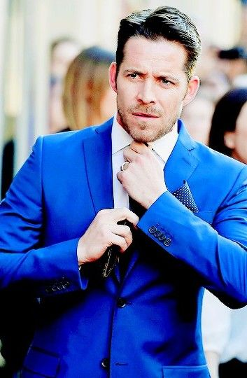 Sean Maguire at s4 OUAT premiere. Well then.