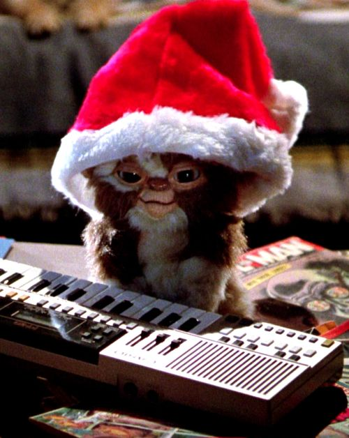 """Gizmo is the most adorable thing ever!""  Pwy bydd yn gwylio'r ffilm yma amser Nadolig!?  Who will be watching this movie Christmas time!?  #Gremlins"