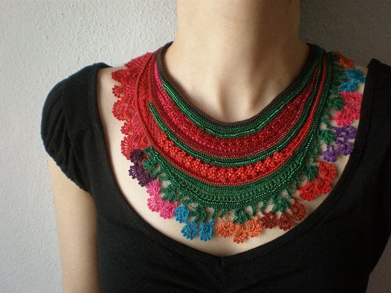 Sarracenia Rubra... FreeForm Crochet Beaded collana - verde rosso rosa Magenta - fiori colorati - collana di perline bavaglino istruzione