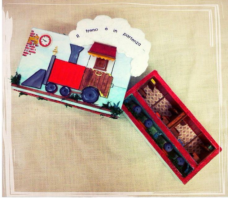 """""""Il treno è in partenza..."""", Scatola Magica realizzata completamente a mano in ogni dettaglio/""""The train is departing..."""",Magic Box, completely handmade"""