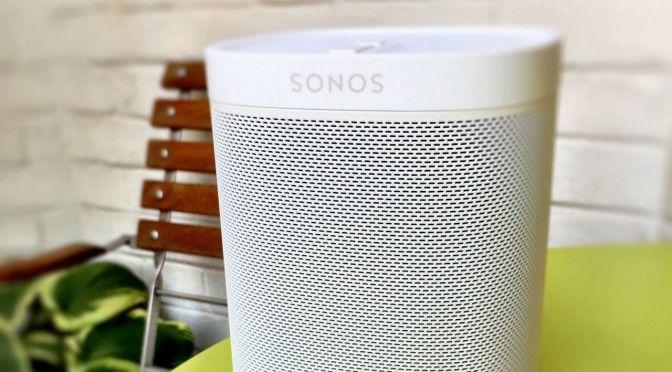 Play:1 von Sonos in der limitierten Tone-Edition. Gibt es wahlweise schwarz oder weiß.