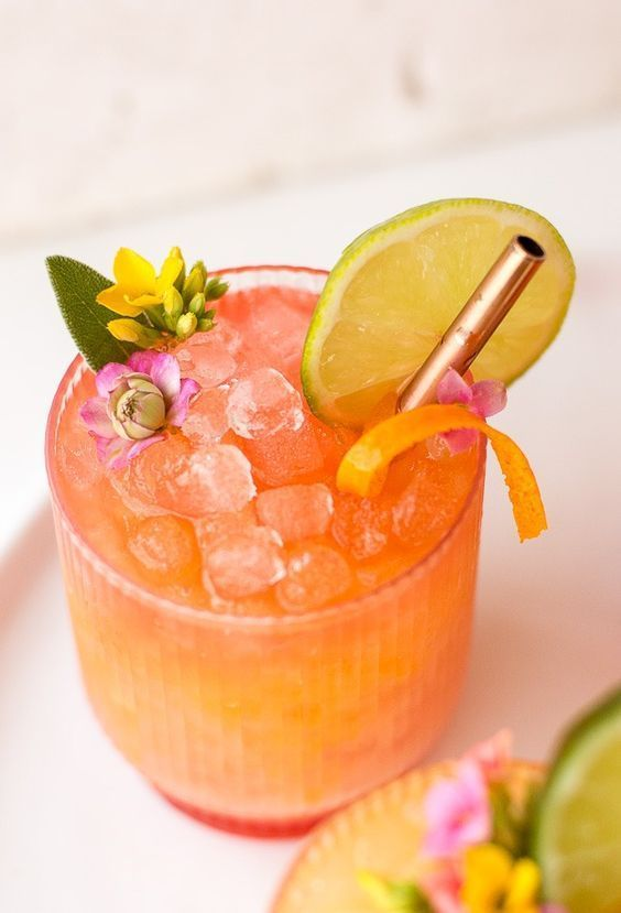 Tropical cocktail perfect for a bachelorette party, bridal shower, or custom wedding cocktail - pineapple cocktails - wedding cocktail ideas {Paper Stitch Blog}